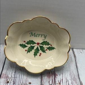 "LENOX Holiday Oval Fluted ""Merry"" Dish"